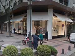Roban 250.000 euros en bolsos en la tienda Chanel de la Milla de Oro