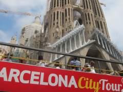 Bus turístico ante la Sagrada Familia