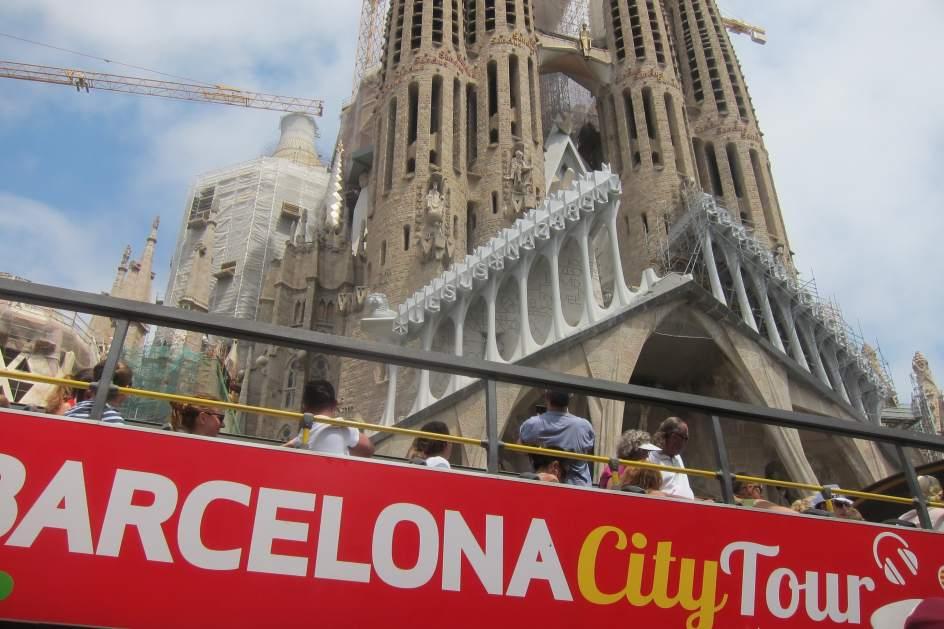 Barcelona y la sagrada fam lia crean una comisi n para for Permiso de obras barcelona