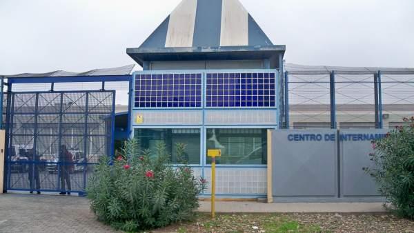 Centro de Internamiento de Extranjeros (CIE) de la Zona Franca.