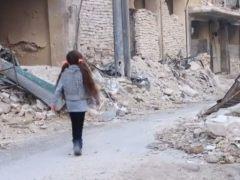 """La niña tuitera de Alepo reaparece: """"Estamos bajo ataque, recen por nosotros"""""""