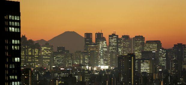El monte Fuji tras los rascacielos de Tokio