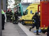 Efectivos de emergencias trabajando en el accidente del Tram.