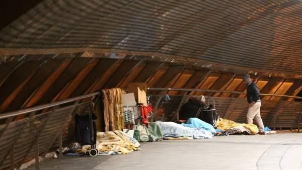Personas sin hogar en el Puente de Ventas