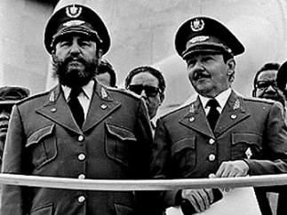 Fidel Castro con su hermano
