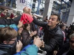 Los críticos contraatacan: Sánchez en Asturias y casi 30 plataformas se organizan contra la gestora