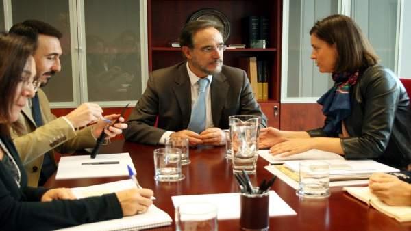 La alcaldesa de San Fernando en reunión con la Junta