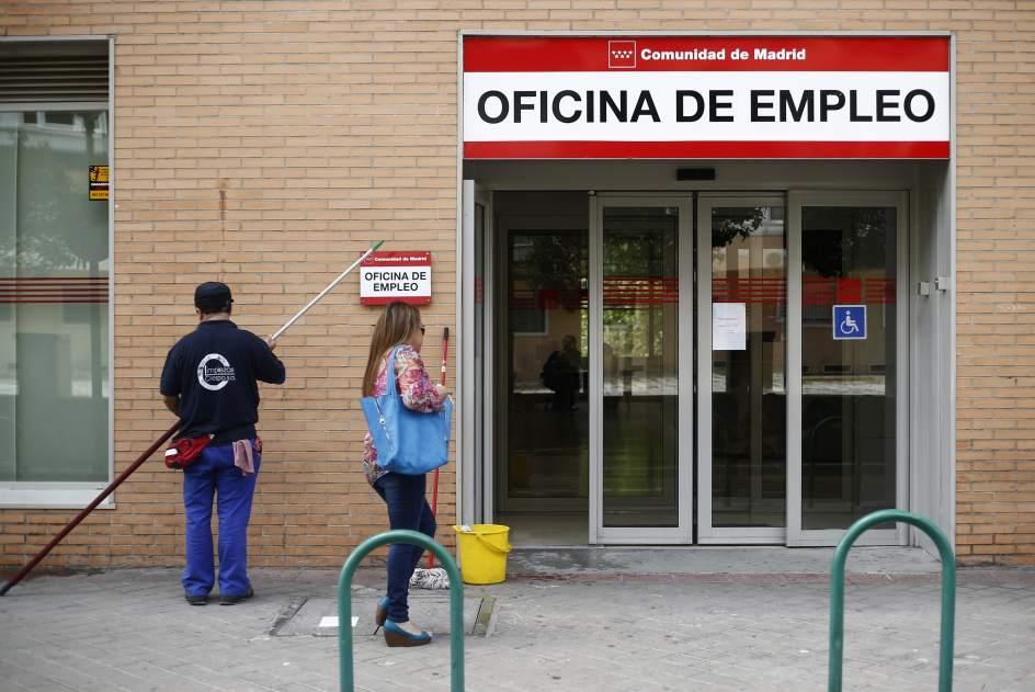 Empleo justifica el peor dato del paro en noviembre desde for Oficina de empleo comunidad de madrid