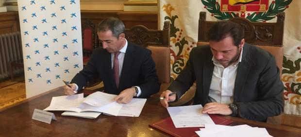El director territorial de Caixabank y el alcalde de Valladolid