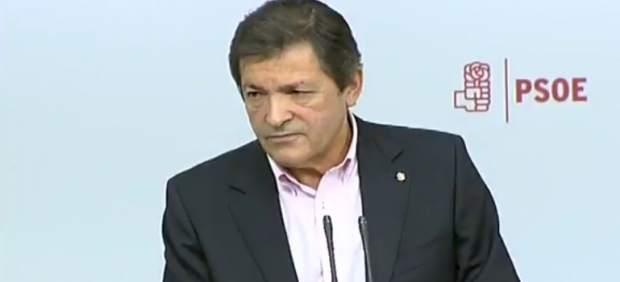 Rueda de prensa de Javier Fernández en Ferraz tras reunirse con los sindicatos