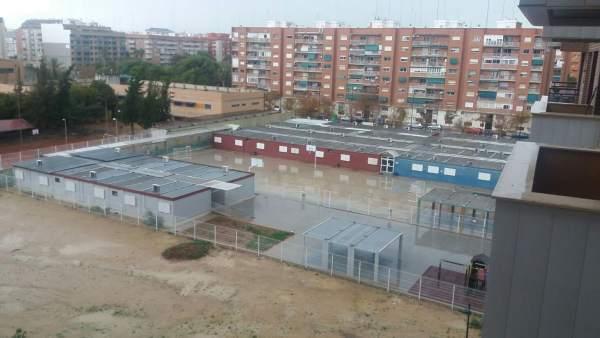 Colegio 103 de València, construido íntegramente con barracones