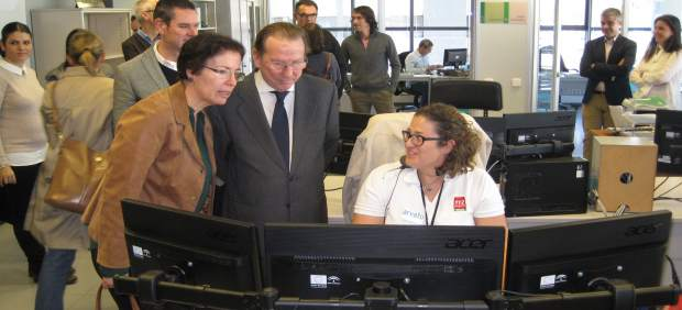 De Llera visita las instalaciones del 112 Andalucía