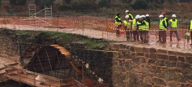 Obras de restauración en el Puente Mocho.