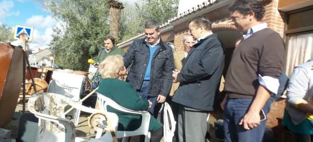 Sanz visita Vejer tras las inundaciones