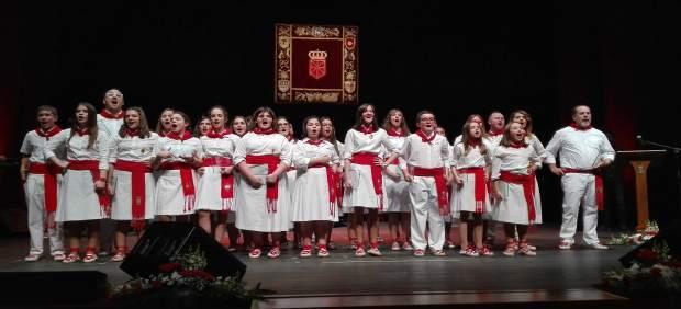 Los ganadores interpretan la jota final.