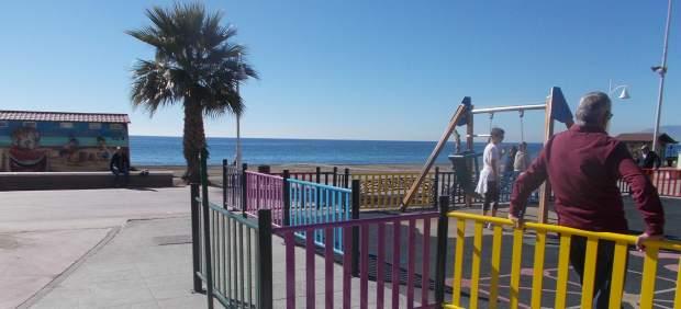 Parque infantil del paseo marítimo en Rincón de la Victoria.