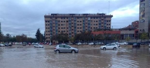 La fuerte tromba de agua causó inundaciones en algunas zonas de la ciudad