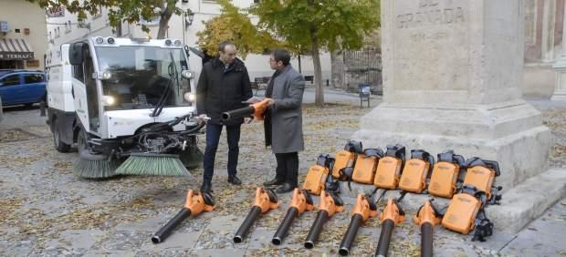 Fernández Madrid en la presentación de la campaña de recogida de hojas