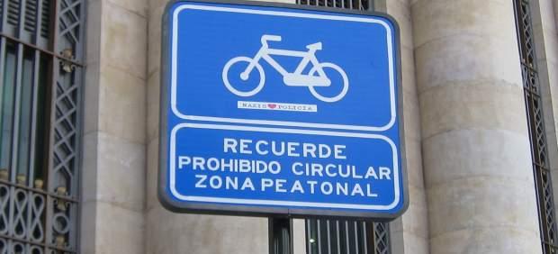 Cartel prohibido circular bicis