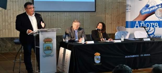 Autoridades durante la presentación