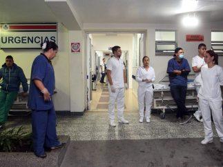 Personal médico espera a los heridos
