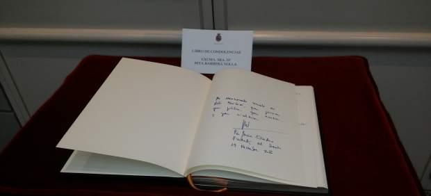 Libro de condolencias en el Senado por la muerte de Rita Barberá