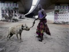 Retrospectiva fotográfica del sudafricano Pieter Hugo sobre lacras sociales