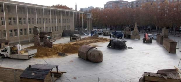 Montaje del Belén Monumental en la Plaza del Ayuntamiento