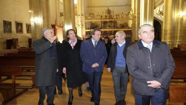 Cirác y De Santiago Juárez visitan un templo en Rioseco