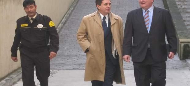 Jaume Matas en la entrada  de los Juzgados por el caso Over Marketing