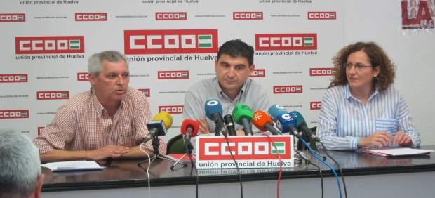 El secretario general de CCOO en Huelva, Emilio Fernández, y Nuria López.