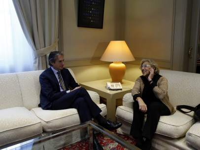 Íñigo de la Serna se reúne con la alcaldesa de Madrid, Manuela Carmena
