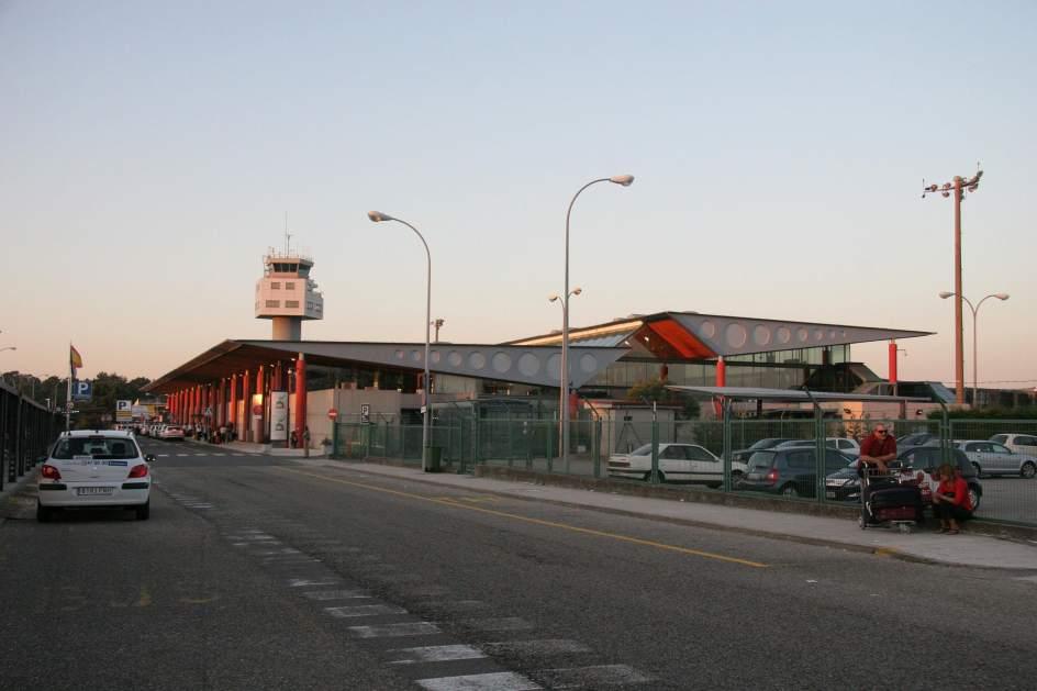 Un fallo en la oficina de meteorolog a del aeropuerto de vigo obliga a desviar dos vuelos a santiago - Oficinas air europa madrid ...