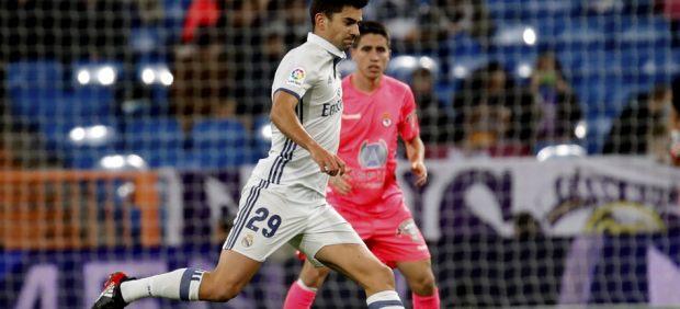 Enzo Zidane controlando el balón