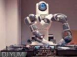El Robot, DJ Yumi