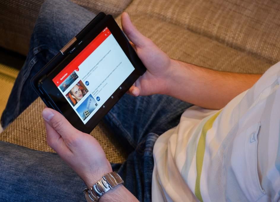 Francia impondrá una tasa a plataformas como YouTube y Netflix para financiar el cine