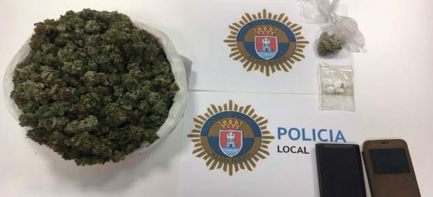 Detingut un jove per portar marihuana i cocaïna en el seu cotxe a Almenara