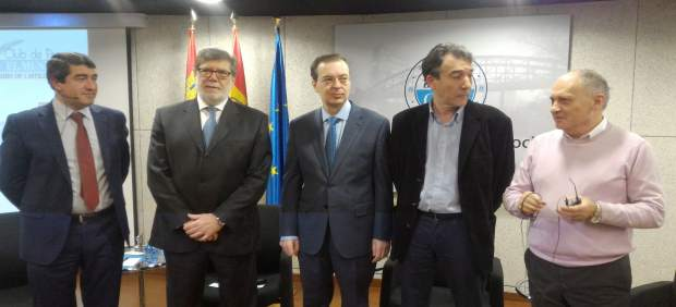 Barrios, en el centro, en la jornada 'Oportunidades y retos de Castilla y León'