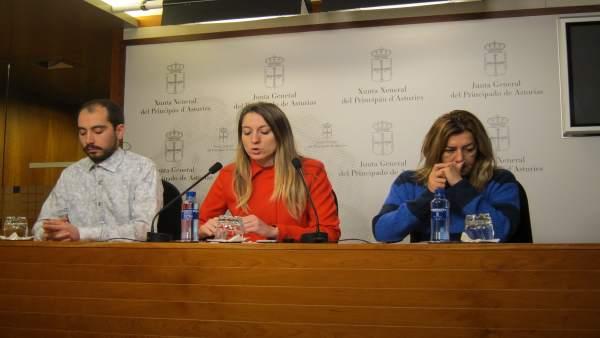Lucía Montejo (centro) con Héc tor Piernavieja y Rosa Espiño.