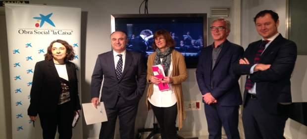Marta López-Briones junto a los responsbles de Obra Social la Caixa