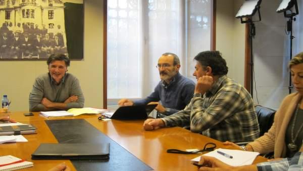 Reunión de Enrique López (Podemos)  y empleados públicos