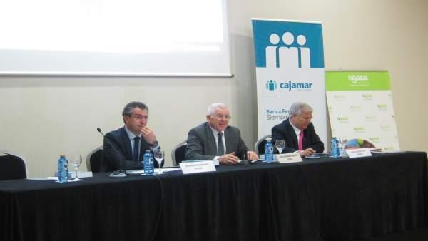 De izq a der: Eduardo Baamonde (Cajamar), José Montes (Feiraco) y Díaz Yubero