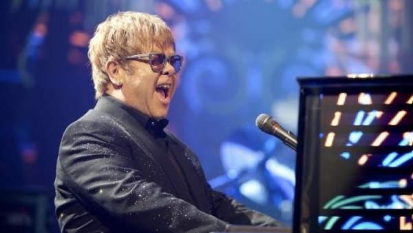 Elton John y Paul Rudnick llevarán el musical de 'El diablo viste de Prada' a Broadway