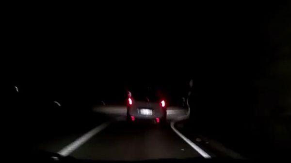 Conduce borracho hasta caer por un puente