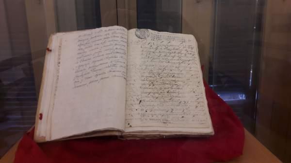 Documento puesto en exposición en el Archivo Municipal.
