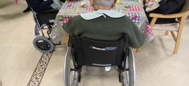 El decret per a la Dependència amplia els valoradors municipals de 17 a 400 i suma hospitals, residències i presons