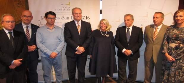 Durán y Gómez (centro), entre Díaz, Carmona y García (izda) y premiados (dcha)