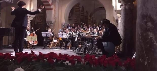 Actuación de Manuel Lombo y la coral de Valverde.