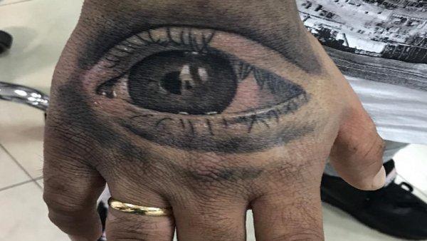Kiko Rivera se tatúa el ojo de su hija Ana en la mano