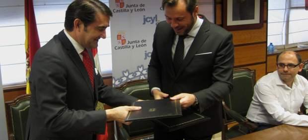 Suárez-Quiñones y Óscar Puente firman el protocolo de colaboración